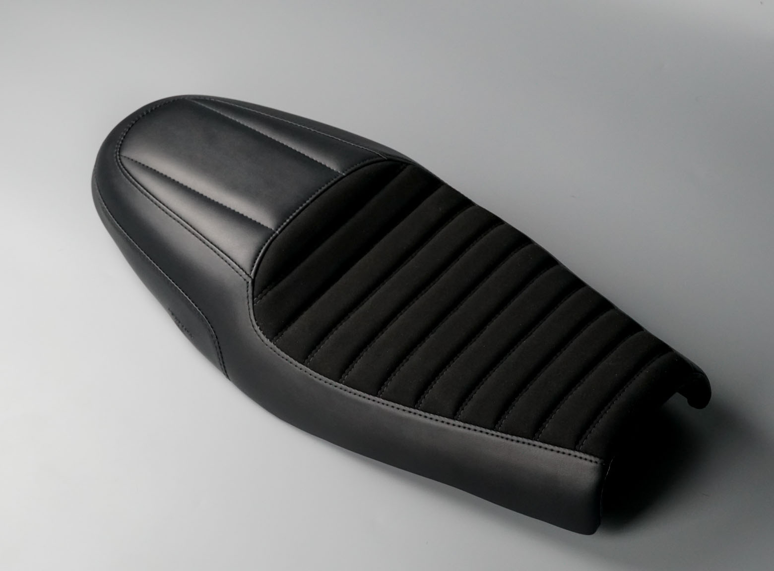 "Triumph Thruxton R seat ""Greaser"" Alcantara version"